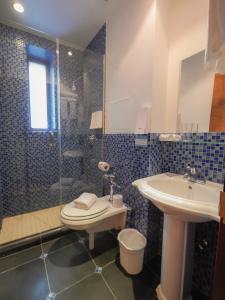 A bathroom at CITY ROOMS NYC - Soho