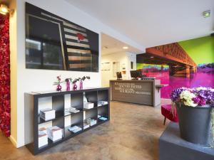 The lobby or reception area at Kyriad Nantes Centre Graslin