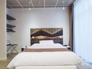 A bed or beds in a room at Kyriad Nantes Centre Graslin