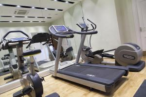 The fitness centre and/or fitness facilities at Thistle Piccadilly
