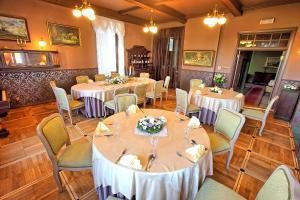 Restauracja lub miejsce do jedzenia w obiekcie Hotel Pałac w Myślęcinku