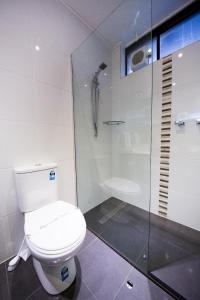 A bathroom at Sandown Regency Hotel & Apartments