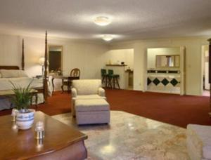The lobby or reception area at Merced Inn & Suites