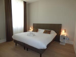 A bed or beds in a room at Arthur Properties Croisette