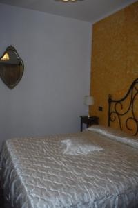 A bed or beds in a room at Agriturismo Santa Adriana
