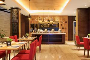 A restaurant or other place to eat at Ohana Hotel Kuta