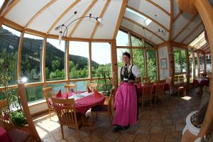 A restaurant or other place to eat at Seegasthof Breineder - Familien & Seminarhotel