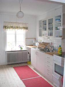 A kitchen or kitchenette at Lillåns B&B