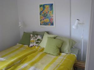 A bed or beds in a room at Lillåns B&B