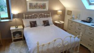 A bed or beds in a room at Villas de Leypinas B&B