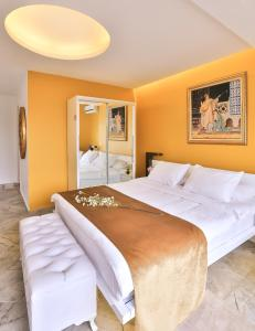 A bed or beds in a room at Bellezza Hotel Ortakoy