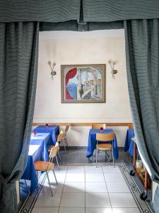 A restaurant or other place to eat at Hotel Soggiorno Athena