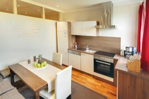 A kitchen or kitchenette at Appartements Coloman