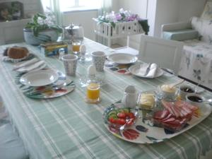 Breakfast options available to guests at Höganlid Bed & Breakfast