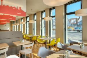 A restaurant or other place to eat at MEININGER Hotel Frankfurt/Main Messe
