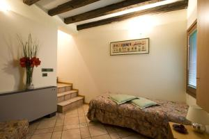 A bed or beds in a room at I Gioielli del Doge - Cannaregio
