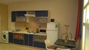 Кухня или мини-кухня в Апартаменты Old Flat на Дегтярном