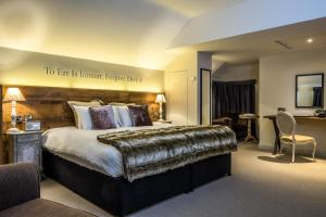 A bed or beds in a room at The Alexander Pope Hotel