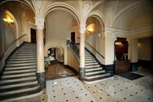 Лобі або стійка реєстрації в Готель Жорж