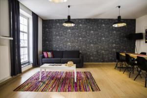 A seating area at Smartflats City - Brusselian