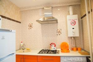 A kitchen or kitchenette at Apartment on Lenina