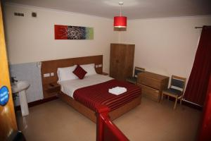 A bed or beds in a room at Grove Apartments