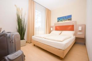 A bed or beds in a room at MERCURE Hotel Airport München Aufkirchen