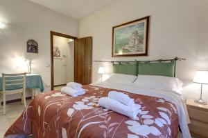 A bed or beds in a room at Uffizi Gallery - Visitaflorencia