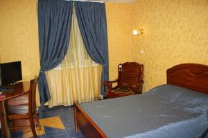 A bed or beds in a room at Alpari