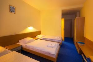 Łóżko lub łóżka w pokoju w obiekcie Dom Turystyczny Indigo - Hotel Pracowniczy