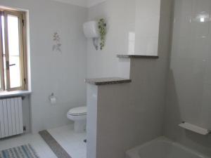 "A bathroom at Palinuro casa vacanze ""Donna Antonia"""