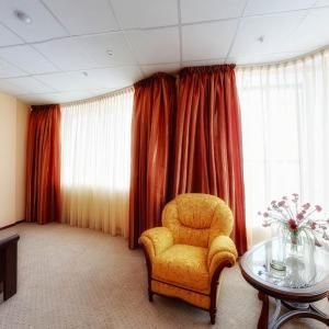 A seating area at Parus Hotel