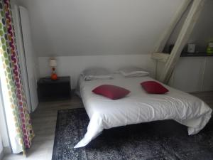 A bed or beds in a room at Le Lido