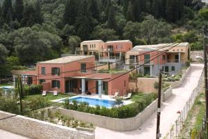 Θέα της πισίνας από το Erkina Villas Kalami Corfu ή από εκεί κοντά