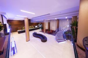 Zona de hol sau recepție la Hotel Transilvania