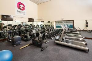 The fitness center and/or fitness facilities at Mercure London Watford Hotel