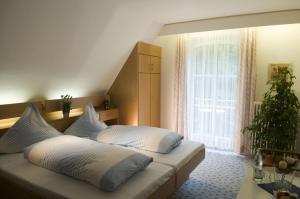 Ein Bett oder Betten in einem Zimmer der Unterkunft Hotel Diana Garni
