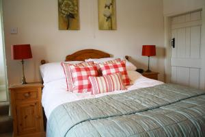 A bed or beds in a room at Willow Tree Farm