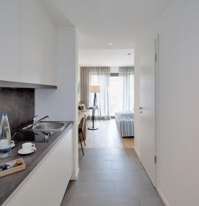 A kitchen or kitchenette at Hotel M120