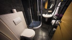 A bathroom at Tsar Bani Spa Resort