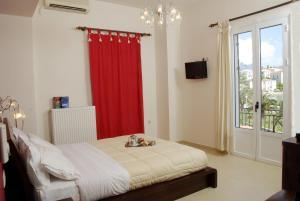 Ένα ή περισσότερα κρεβάτια σε δωμάτιο στο Pension Hirolakas