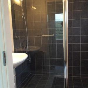 Een badkamer bij Oans Thuus