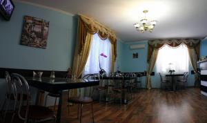 A restaurant or other place to eat at Zakarpatskiy Oazis