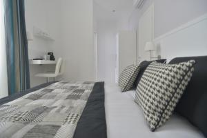 Un ou plusieurs lits dans un hébergement de l'établissement Lata Luxury Rooms