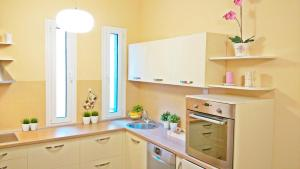 A kitchen or kitchenette at Apartment Lux Center