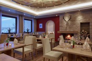 Ein Restaurant oder anderes Speiselokal in der Unterkunft Hotel Konradshof