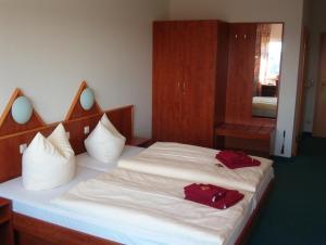 Ein Bett oder Betten in einem Zimmer der Unterkunft Hotel und Gasthaus Rammelburg-Blick
