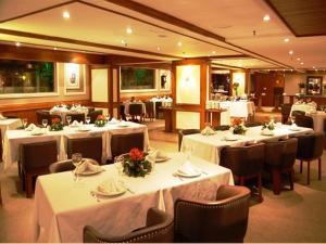 A restaurant or other place to eat at Hotel Continental Porto Alegre e Centro de Eventos