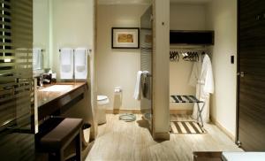 A bathroom at M Resort Spa & Casino