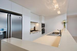A kitchen or kitchenette at Allisee Apartments